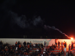 Bengalo bei Independiente - Arsenal in der Copa Sudamericana 2015